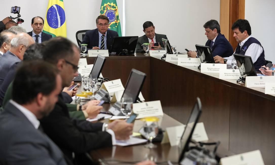 Presidente estava reunido com alguns dos seus ministros durante reunião virtual com governadores dos estados do Sul e do Centro-Oeste do país Foto: Marcos Corrêa / PR