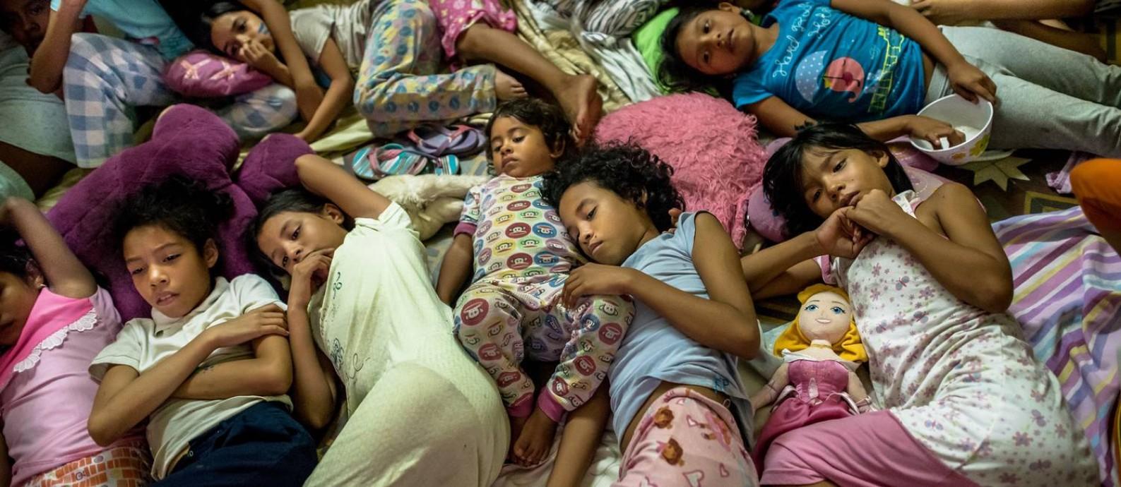 Crianças na Casa Hogar Carmela Valera, em Maracaibo, na Venezuela Foto: Meridith Kohut / NYT