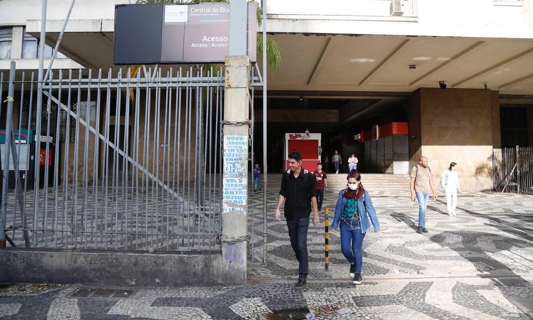 Apenas serviços considerados essenciais devem continuar funcionando na cidade Foto: Fabio Rossi / Agência O Globo