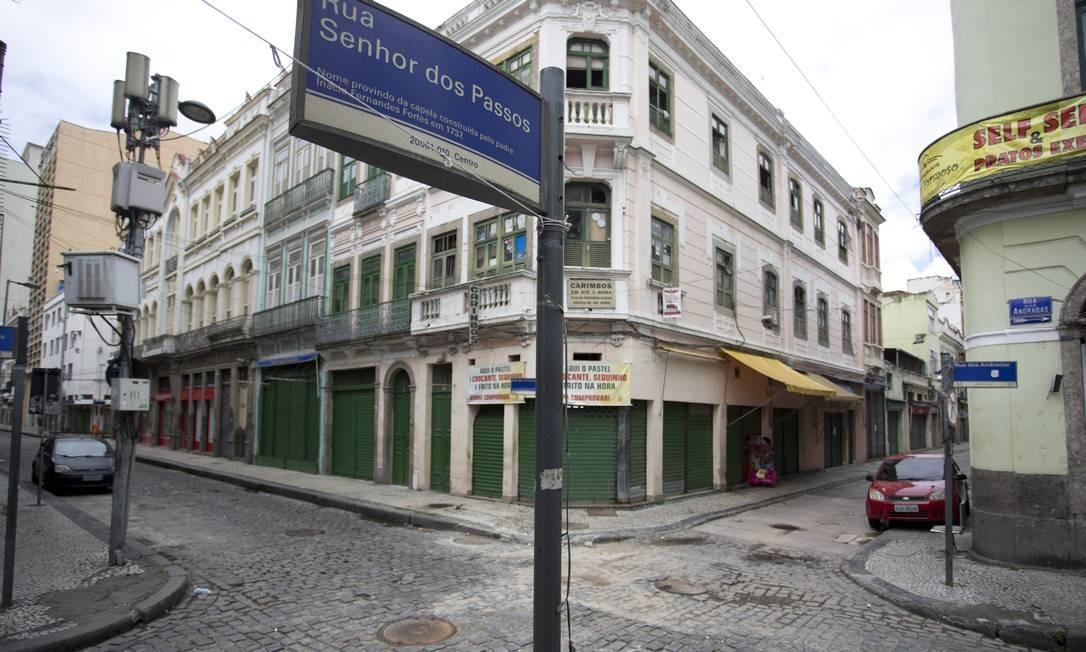 Decreto determinou o fechamento dos estabelecimentos comerciais na cidade do Rio Foto: Márcia Foletto / O Globo