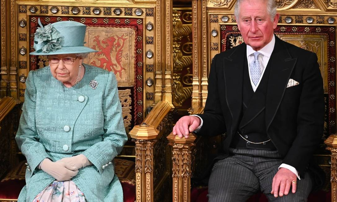 A rainha Elizabeth II e o príncipe Charles Foto: WPA Pool / Getty Images