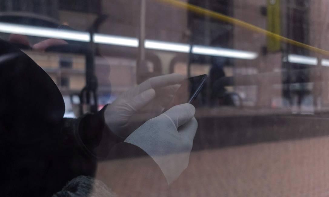 Demanda por luvas ficou seis vezes maior por causa de pandemia, calculam especialistas. Foto: Seth Herald / AFP