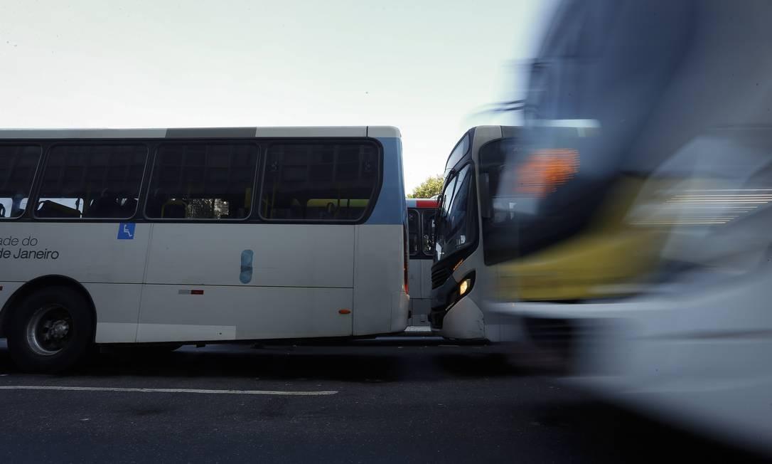 Empresários pedem ajuda à Prefeitura no pagamento dos salários dos motoristas Foto: Pablo Jacob / Agência O Globo