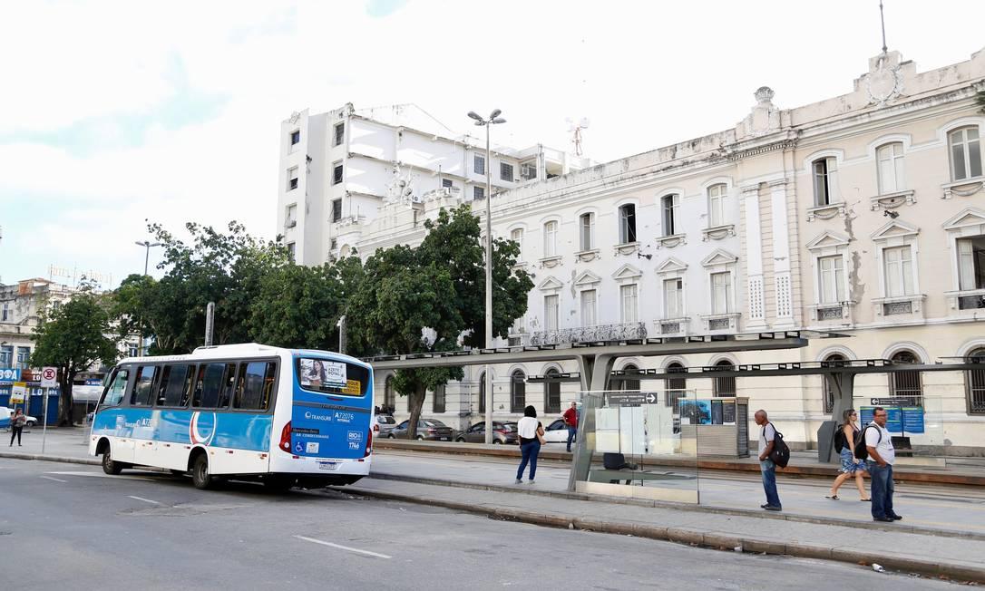 Pouco movimento na rua: Crivella vai liberar funcionamento de lojas de conveniência nos postos de combustível e de material de construção Foto: Fabio Rossi / Agência O Globo