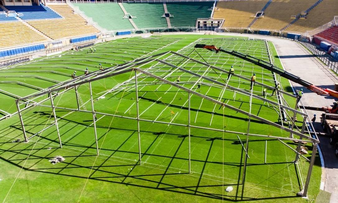 Hospital de campanha que está sendo construído no estádio do Pacaembu Foto: Edson Lopes Jr/Divulgação