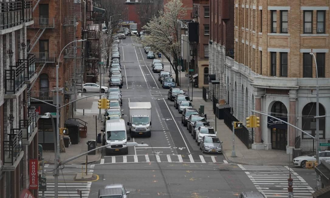 Rua praticamente vazia no Brooklyn, Nova York: medidas contra o novo coronavírus Foto: BRYAN R. SMITH / AFP