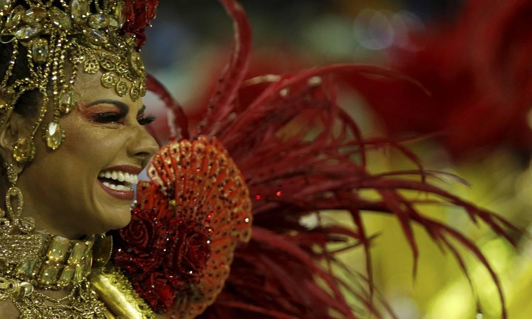 A rainha de bateria do Salgueiro Viviane Araújo conversará com fãs na página da escola no Instagram Foto: Brenno Carvalho / Agência O Globo