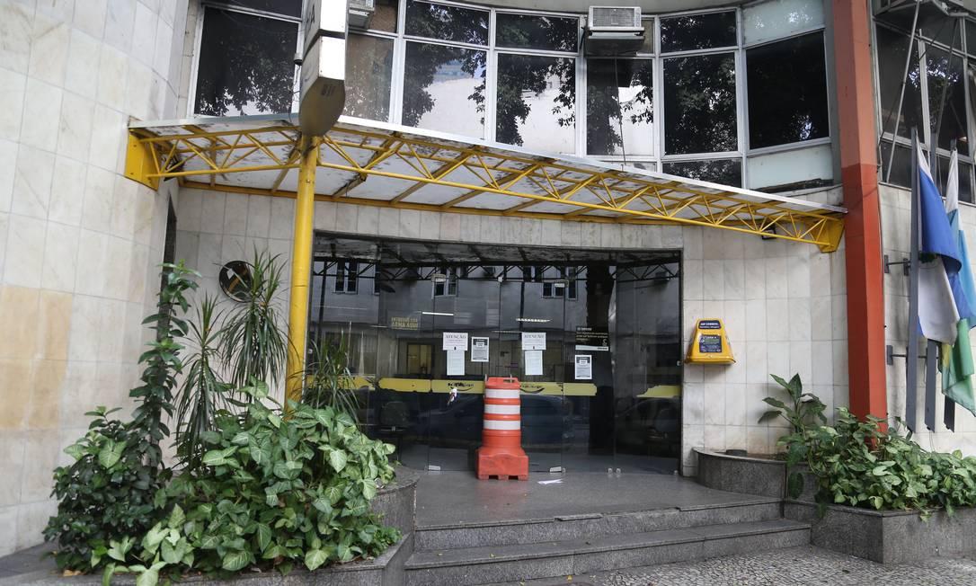 A delegacia da Lapa, que está com o atendimento restrito ao público Foto: Pedro Teixeira / Agência O Globo