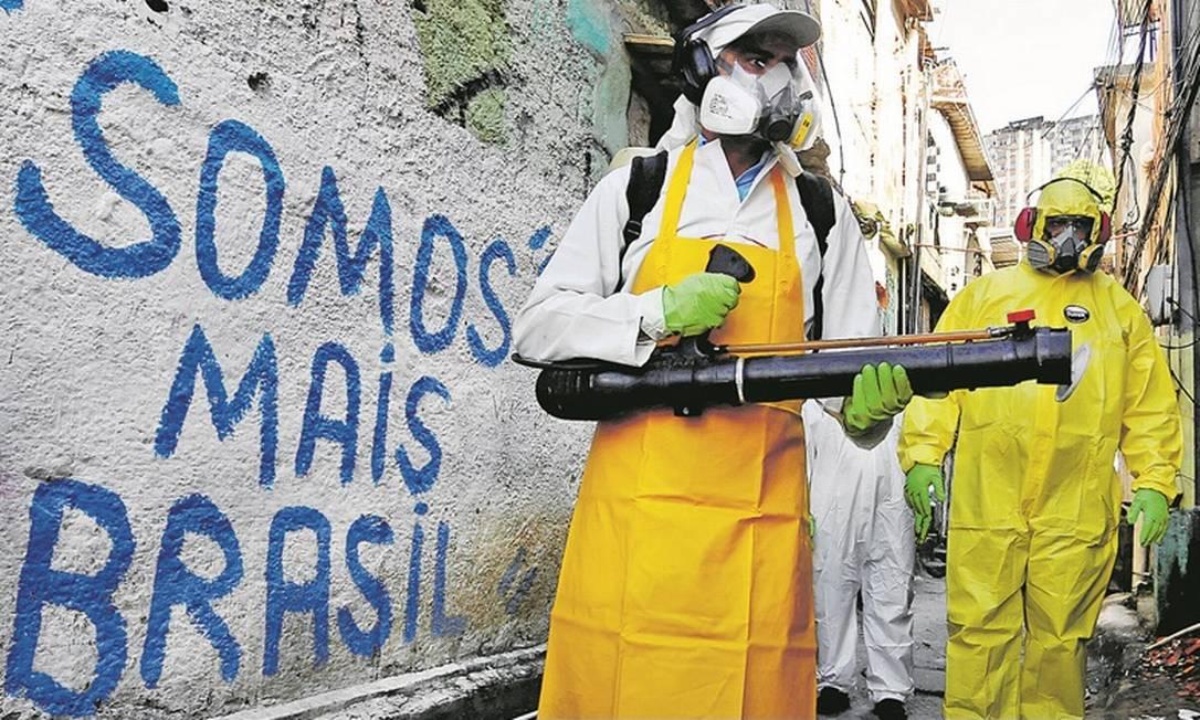 Em Niterói, a prefeitura iniciou um processo de sanitização no bairro do Fonseca Foto: Agência O Globo