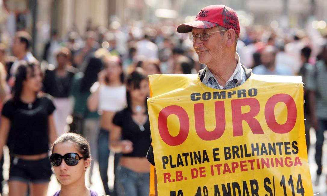 Idosos com trabalho informal estão entre as parcelas mais vulneráveis à crise do coronavírus Foto: Marcos Alves/13-08-2010