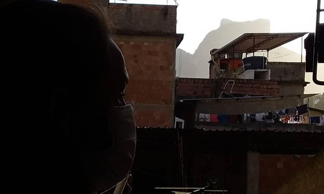A atendente Katiane Martins, de 36 anos, que mora na Rocinha e não conseguiu fazer o exame para diagnosticar coronavírus Foto: Alfredo Mergulhão