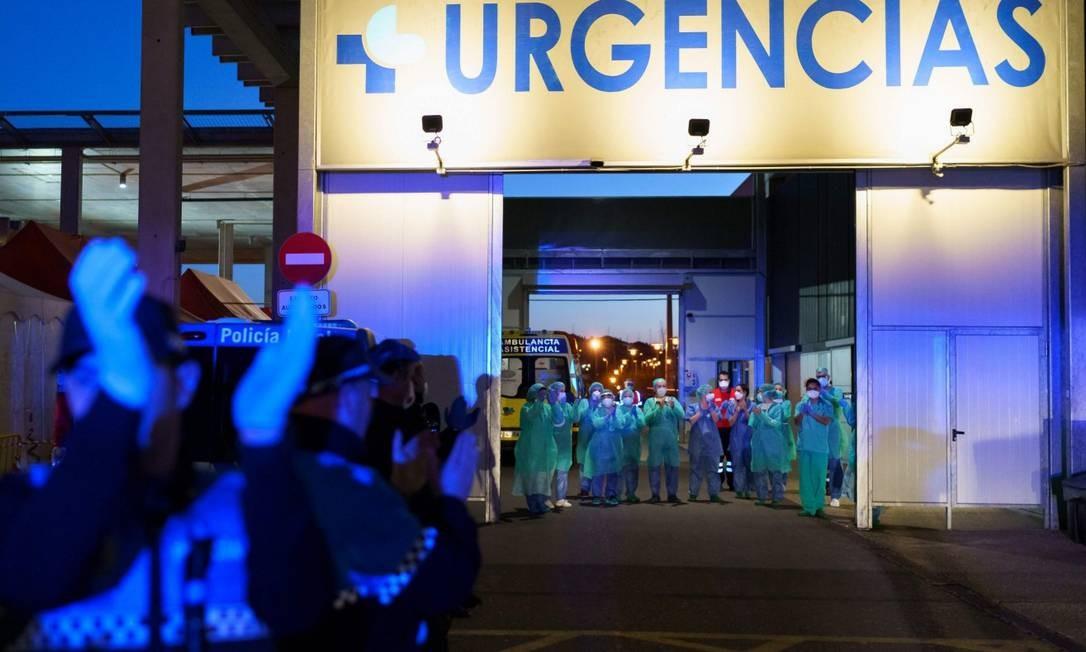 Médicos e enfermeiros espanhóis agradecem população por homenagens Foto: CESAR MANSO / AFP