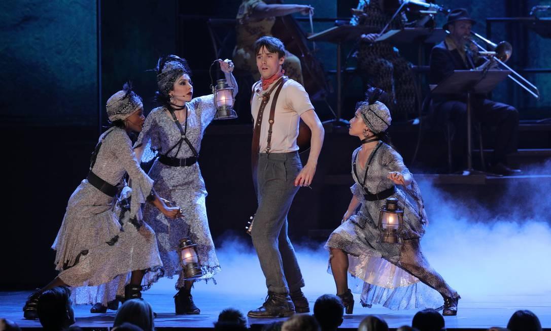 """O elenco de """"Hadestown"""" se apresenta durante a 73ª edição do Tony Awards, em junho de 2019 Foto: BRENDAN MCDERMID / Reuters"""