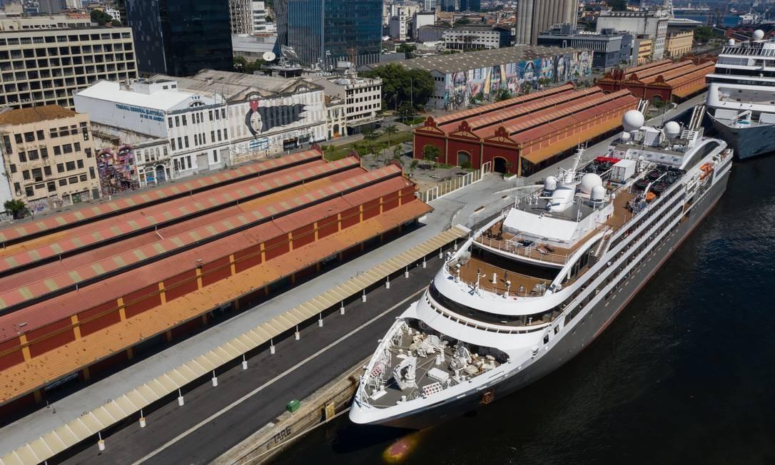 A operação para desembarcar turistas deve seguir até o próximo domingo (29), de acordo com o agendamento das viagens aéreas Foto: Brenno Carvalho / Agência O Globo