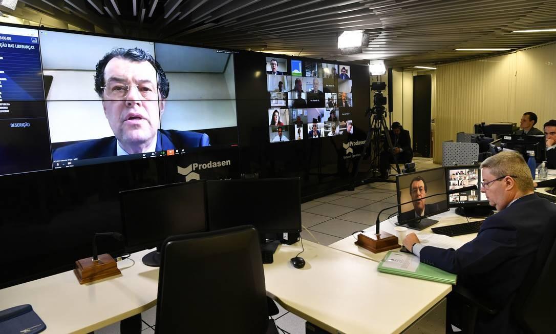 Iniciativa foi apresentada pelo senador Eduardo Braga (MDB-AM), que aparece no telão durante sessão virtual do Senado Foto: Leopoldo Silva / Leopoldo Silva/Agência Senado