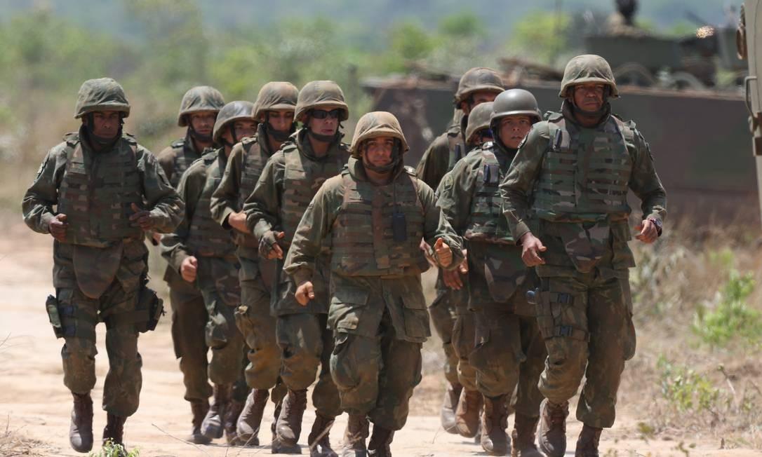 Militares em Brasília Foto: Ailton de Freitas / Agência O Globo/03-10-2018