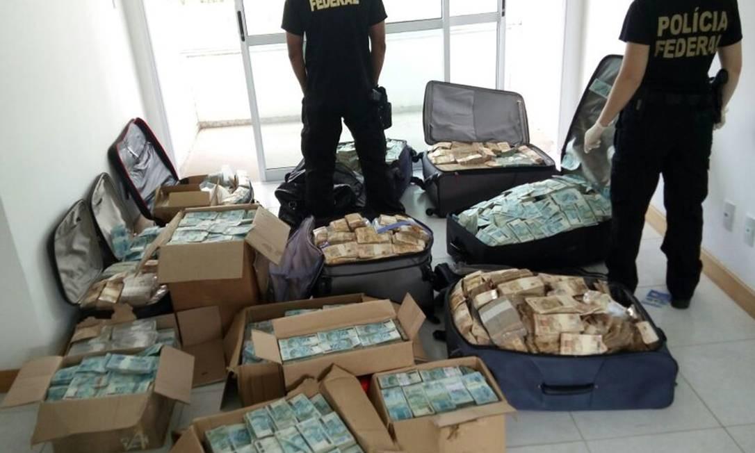 """PF encontra malas de dinheiro em endereço em Salvador que segundo investigações seria usado como """"bunker"""" para valores por Geddel Vieira Lima"""