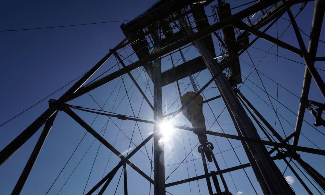 Se o cenário atual for mantido, produção de petróleo terá que ser interrompida por falta de espaço para armazenagem Foto: Vincent Mundy / Bloomberg