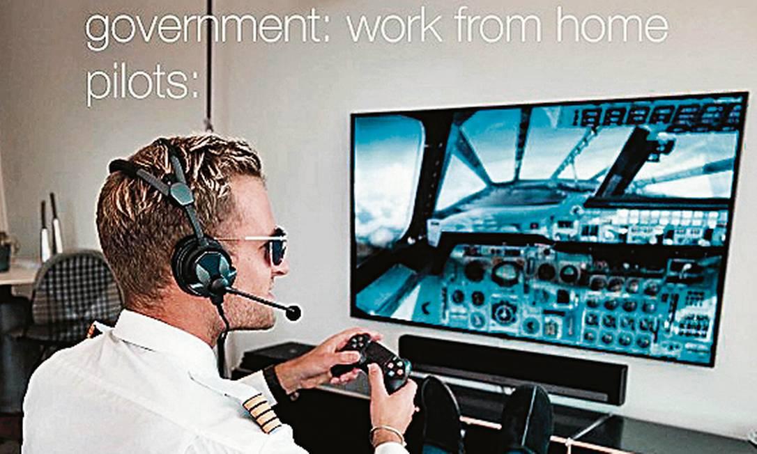 """O piloto e influencer Patrick Biedenkapp """"voando"""" no sofá de casa: adepto da #staysafe Foto: Reprodução"""