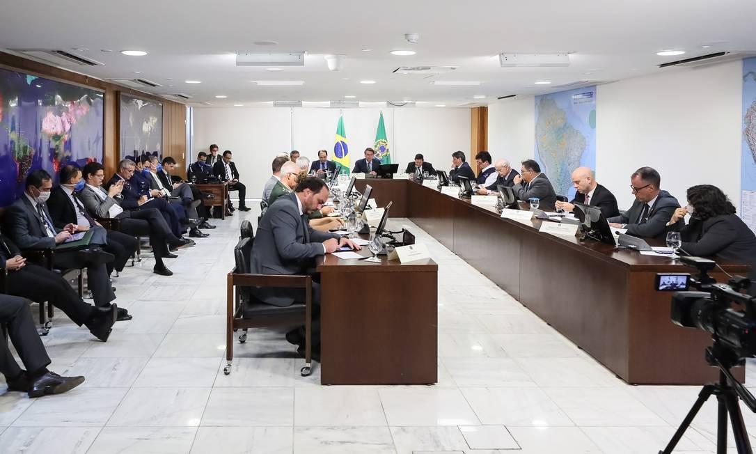 O vereador Carlos Bolsonaro participa de reunião com o presidente no Palácio do Planalto 23/03/2020 Foto: Divulgação
