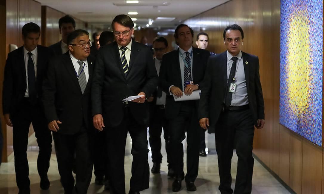 O presidente Jair Bolsonaro e assessores Foto: Marcos Correa / Divulgação