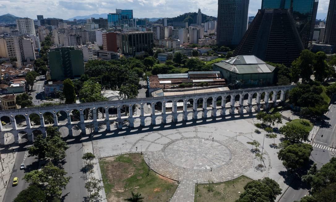Arcos da Lapa, um dos principais cartões-postais do Rio. Cidade está em situação de emergência e confinamento social para enfrentar a pandemia da Covid-19 Foto: Brenno Carvalho / Agência O Globo
