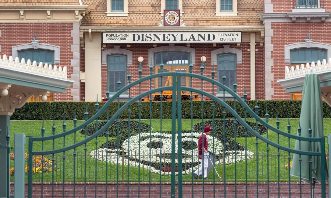 Os parques da Disney nos EUA estão fechados desde o dia 14 Foto: DAVID MCNEW / AFP