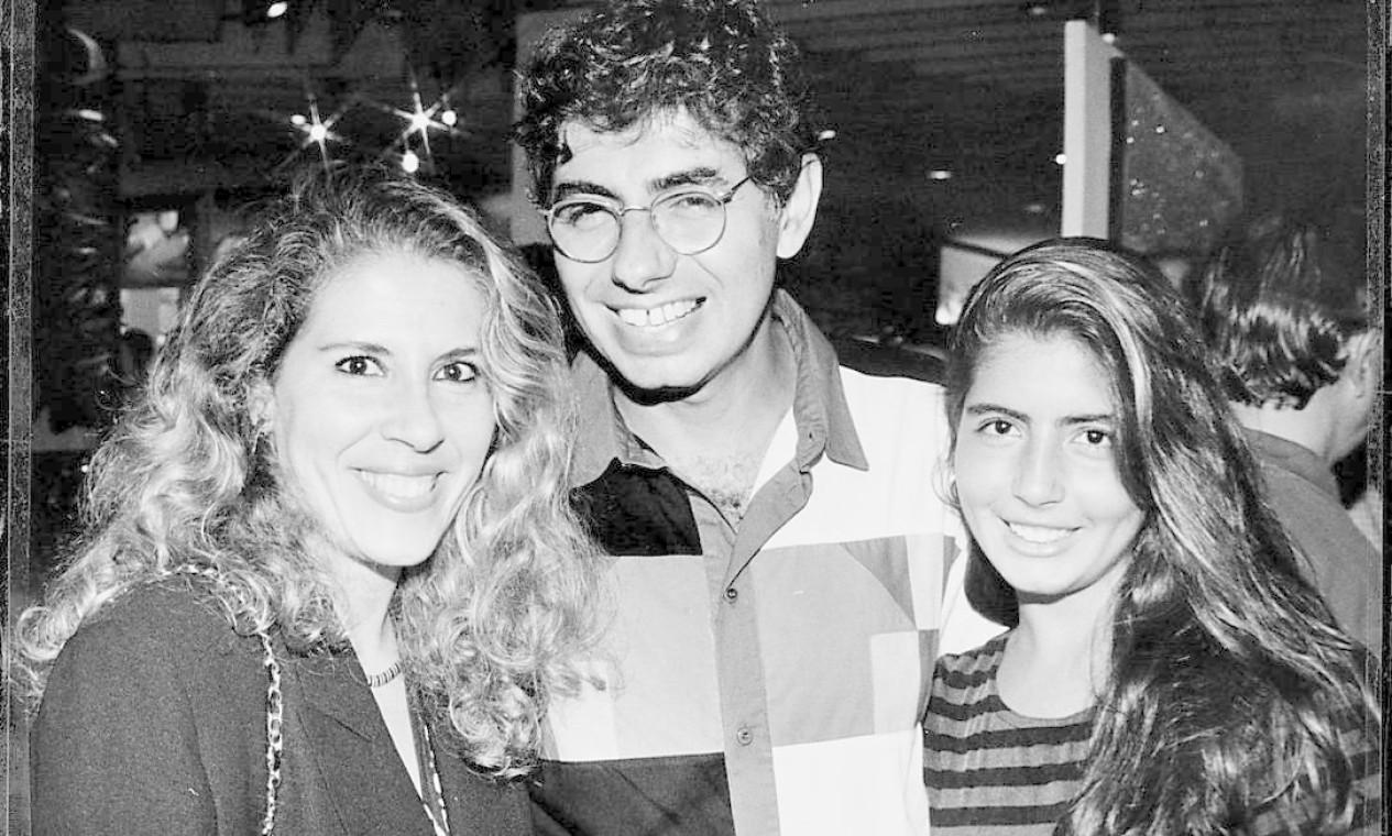 Azulay, Beth e sua filha Paloma Azulay, em 2004 Foto: Paulo de Deus / Divulgação