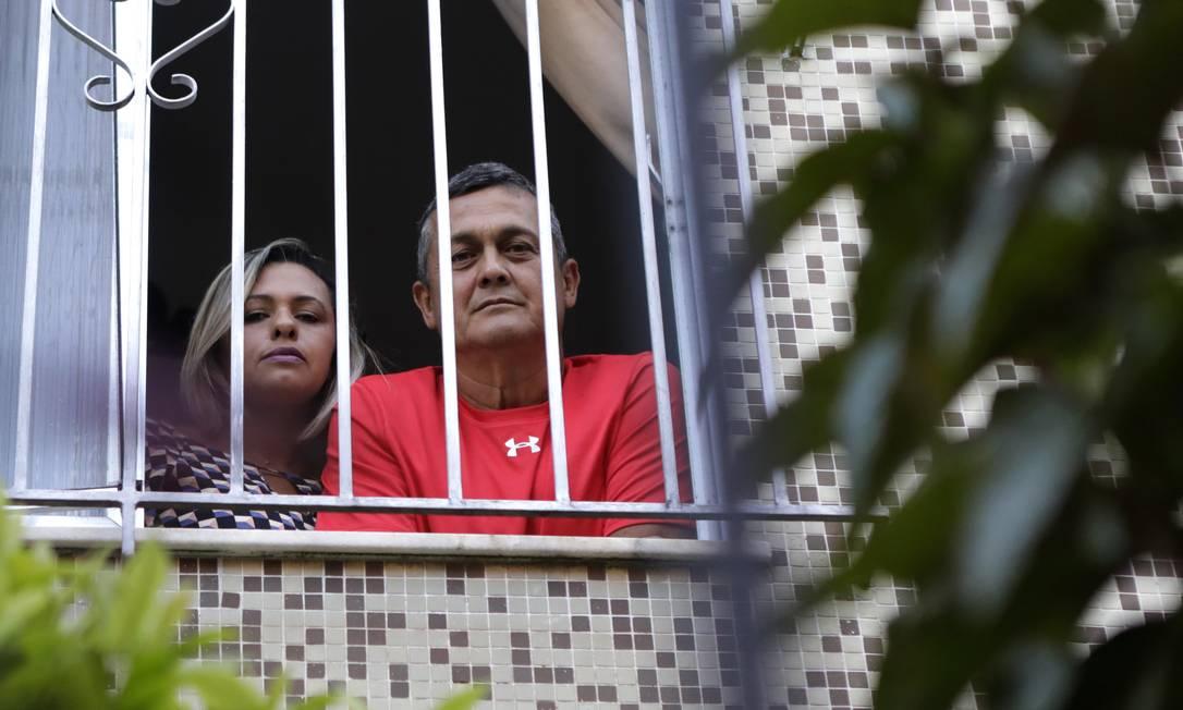 Em casa, Márcia e Carlos Augusto não vão conseguir quitar todas as contas Foto: Luiza Moraes / Agência O Globo