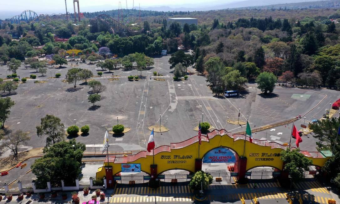 Parque de diversões Six Flags, fechado após a decisão do governo de suspender todas as atividades não essenciais para ajudar a conter a propagação da Covid-19, na Cidade do México Foto: CLAUDIO CRUZ / AFP