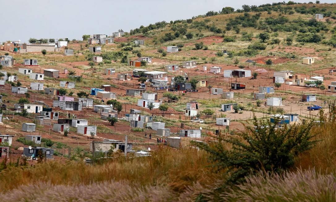 Assentamento informal de Brazzaville, perto de Atteridgeville, em Pretória, na África do Sul Foto: PHILL MAGAKOE / AFP