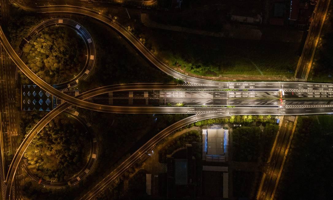 Visão noturna em Wuhan, na província central de Hubei, na China Foto: STR / AFP