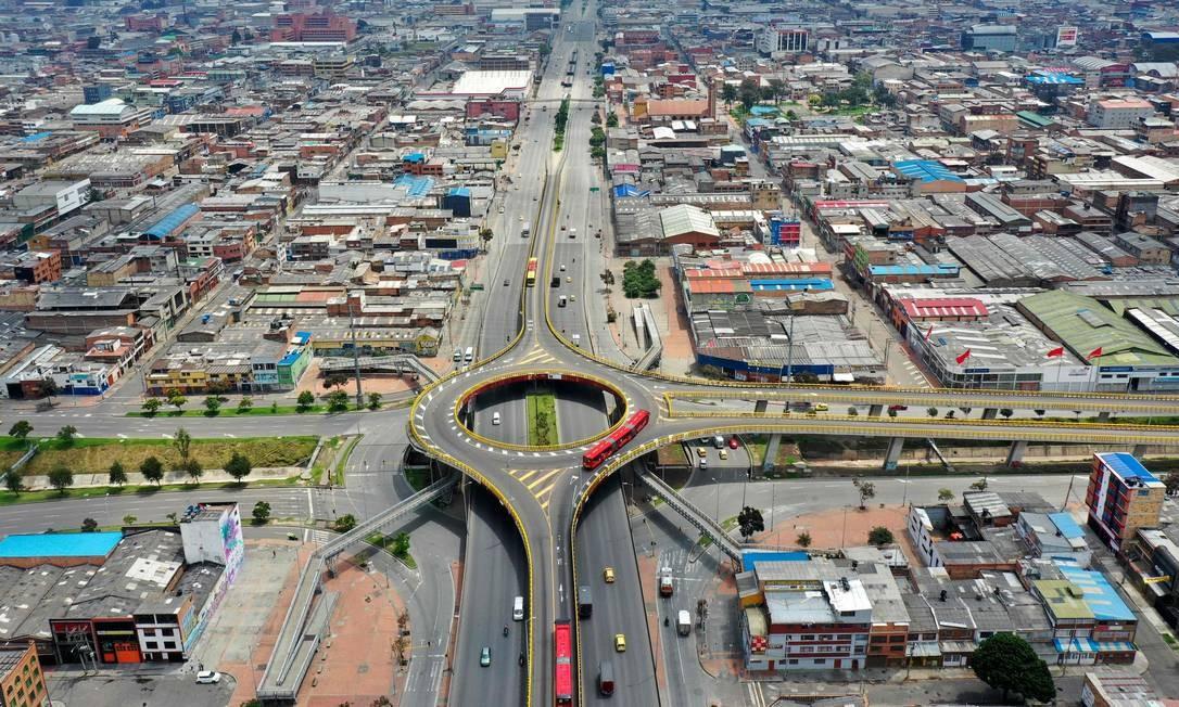 Ruas quase vazias em Bogotá Foto: RAUL ARBOLEDA / AFP