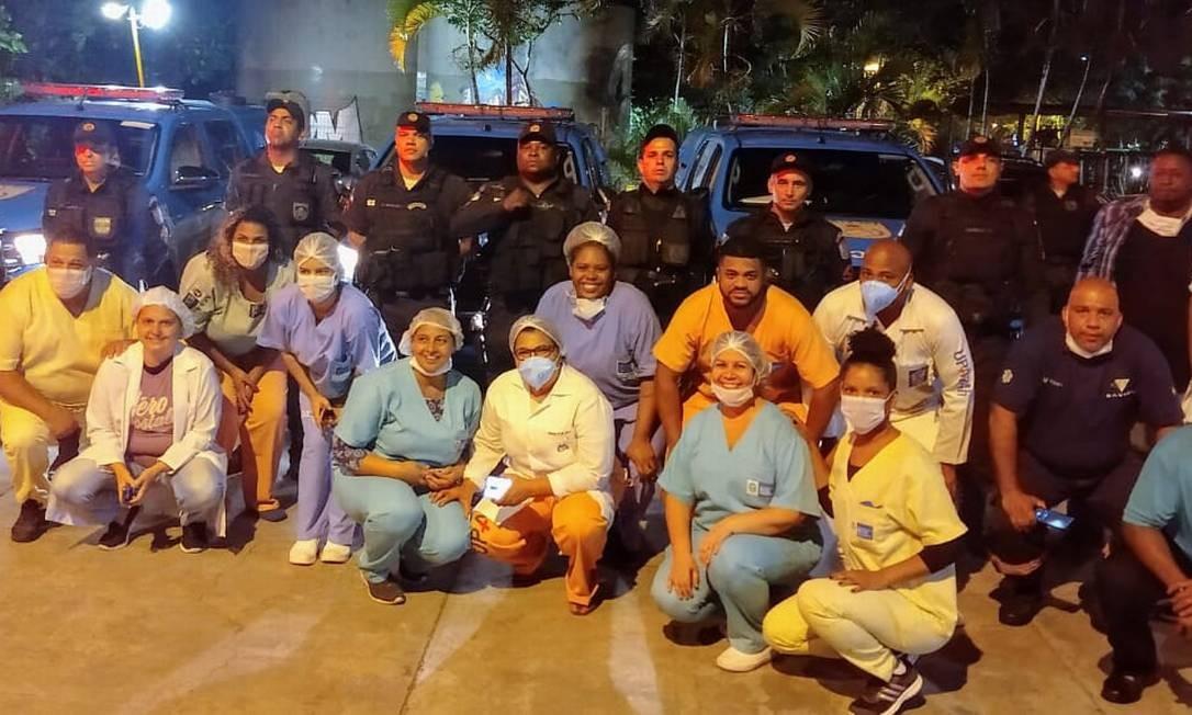 Profissionais de diversos hospitais municipais do Estado receberam homenagem de policiais militares Foto: Divulgação