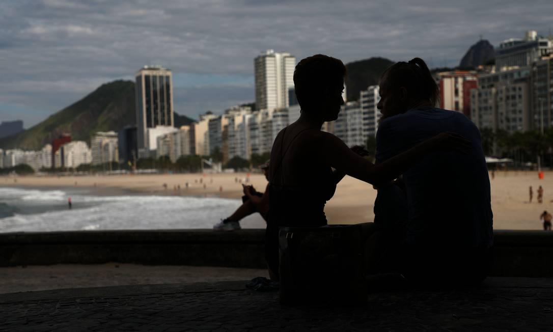 A grande maioria dos cariocas evitou ir às praias, respeitando o isolamento social, mas houve quem destoasse Foto: Fabio Motta / Agência O Globo