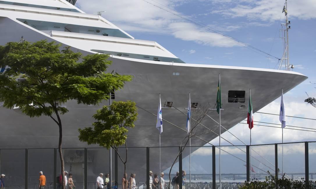 Durante temporada de transatlânticos em dezembro do ano passado, Costa Fascinosa atracou no porto do Rio. Foto: Márcia Foletto / Agência O Globo