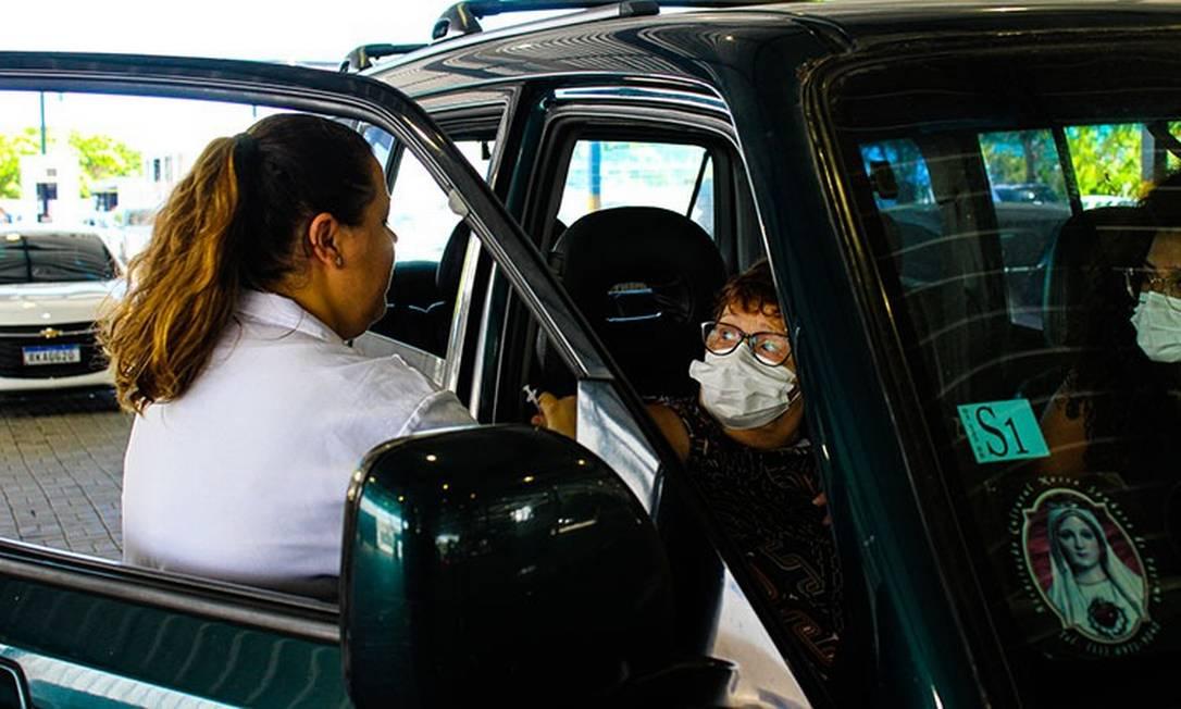 A vacinação drive thru foi suspensa nesta quinta Foto: Divulgação
