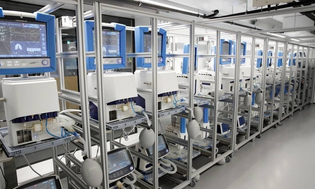 Os ventiladores mecânicos são equipamentos fundamentais para o tratamento de síndromes respiratórias graves Foto: ARND WIEGMANN / REUTERS