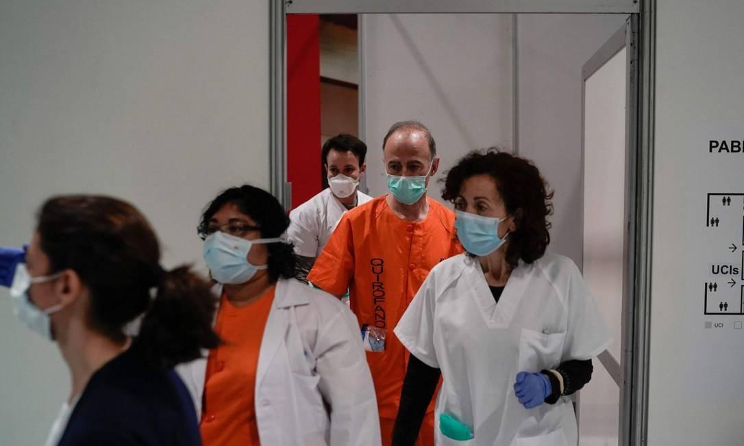 Medicos trabalham em hospital de campanha Foto: HANDOUT / AFP