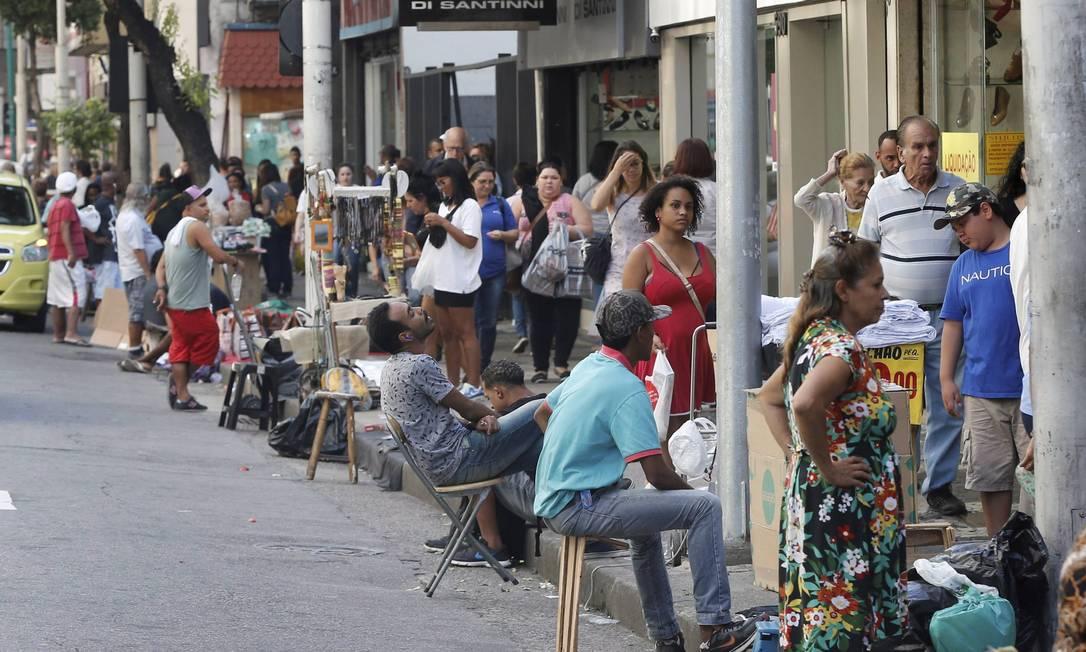 Trabalhador informal poderá se beneficiar de auxílio do governo federal de R$ 600 Foto: Domingos Peixoto / Agência O Globo