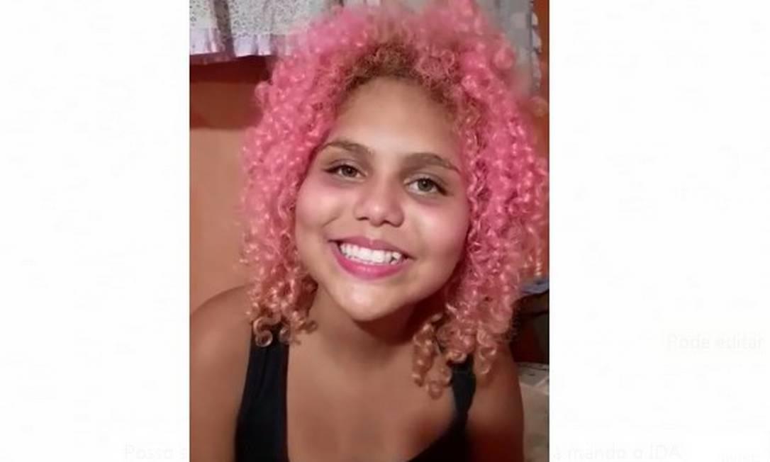 Lua Oliveira, de 12 anos, está arrecadando alimentos e materiais de limpeza para moradores Foto: Reprodução