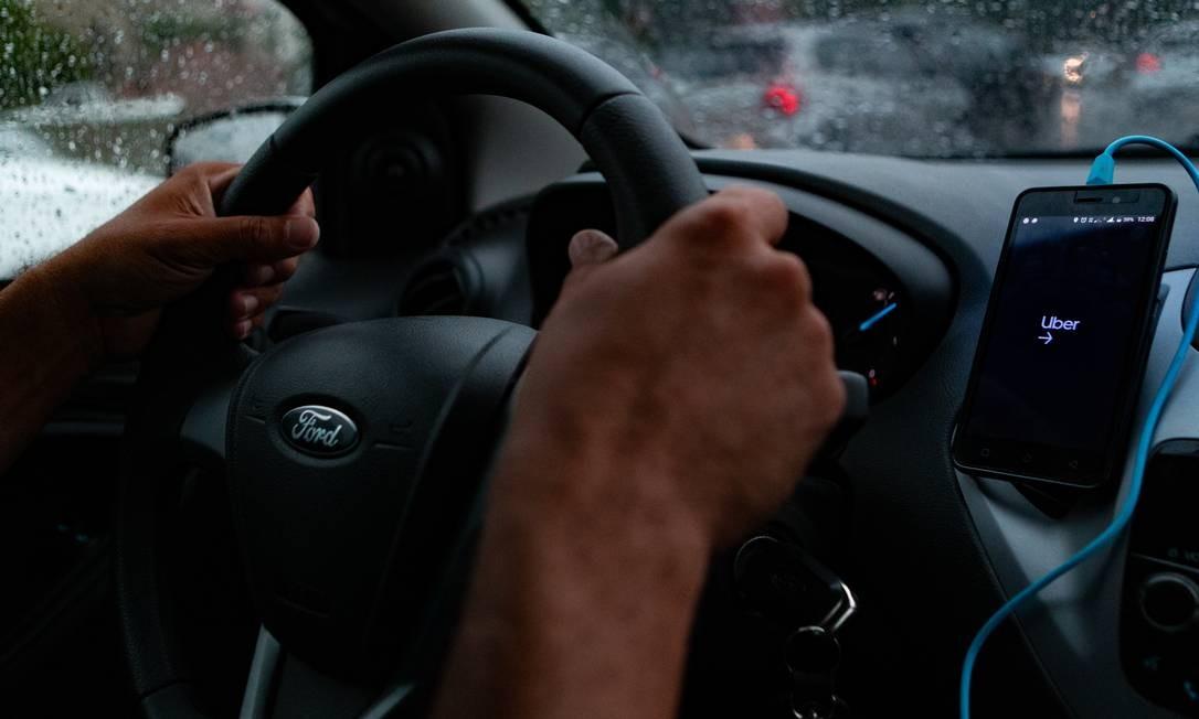 Taxistas e motoristas de aplicativo poderão se candidatar a auxílio, desde que se enquadrem nos critérios exigidos Foto: Roberto Moreyra