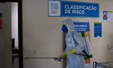 Equipes do Exército Brasileiro fazem a limpeza e desinfecção de hospitais em Brasília Foto: Pablo Jacob / Agência O Globo