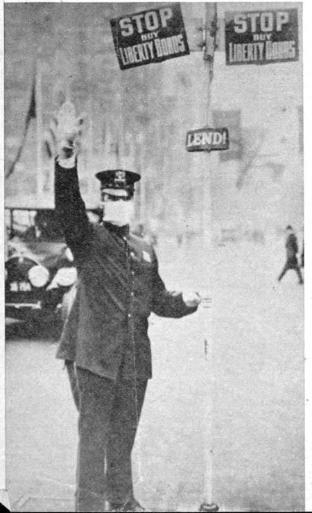 Policial com máscara de proteção contra a gripe espanhola em 1918 Foto: Reprodução