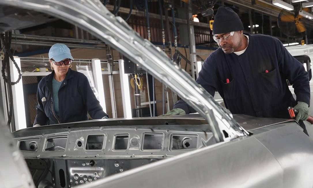 Com a produção de veículos paralisada, Ford irá usar suas instalações para fabricar ventiladores mecânicos Foto: SCOTT OLSON / AFP