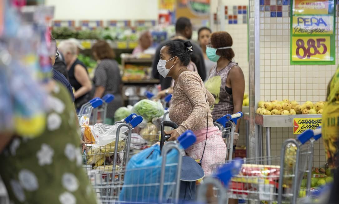 Comitê irá acompanhar distribuição de mercadorias em redes de supermercados e outros segmentos Foto: Ana Branco / Agência O Globo