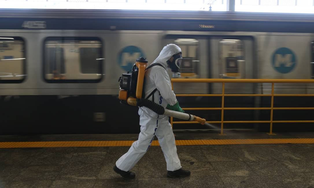 Estação do metrô do Maracanã passou por desinfecção das plataformas para prevenção do Coronavírus na semana passada Foto: Pedro Teixeira / Agência O Globo