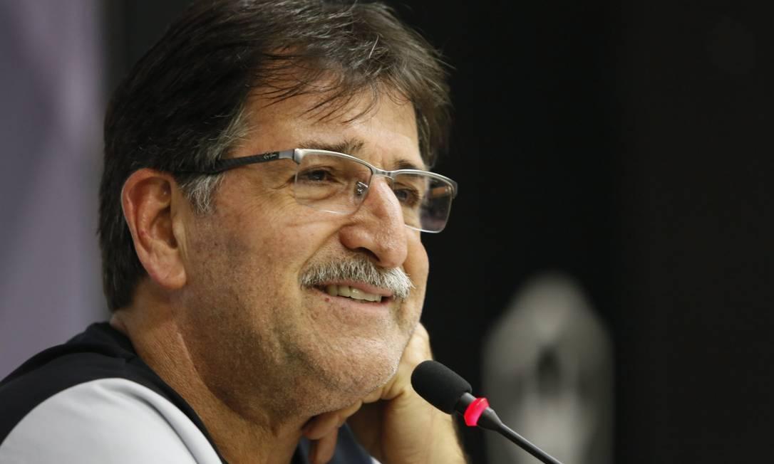 René Simões ficou isolado por duas semanas após testar positivo para coronavírus Foto: Marcos Tristão / O Globo