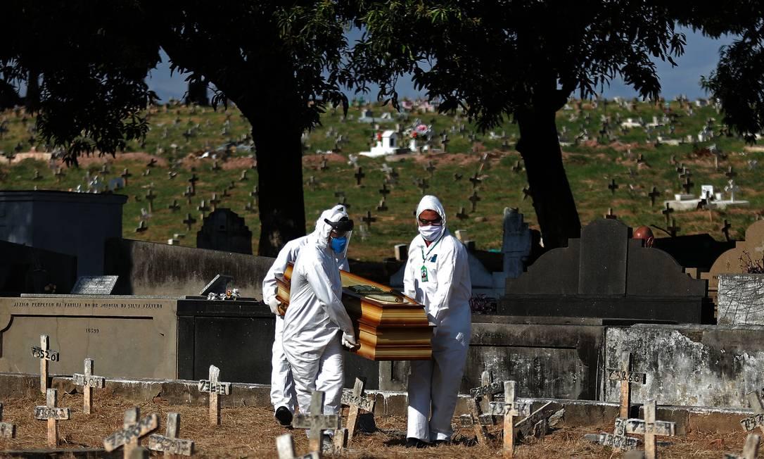 Seguindo recomendações das organizações de saúde, também estão sendo evitadas aglomerações por causa do risco de propagação do novo coronavírus Foto: FABIO MOTTA / Agência O Globo