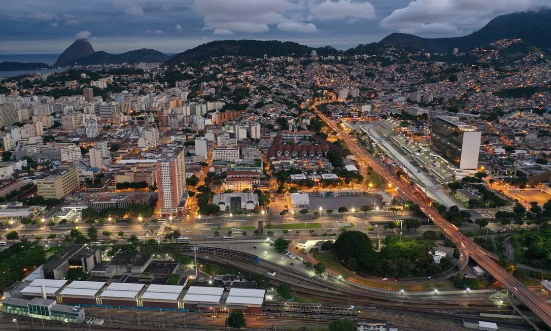 Linha férrea na região da central do Rio Foto: Gabriel Monteiro / Agência O Globo